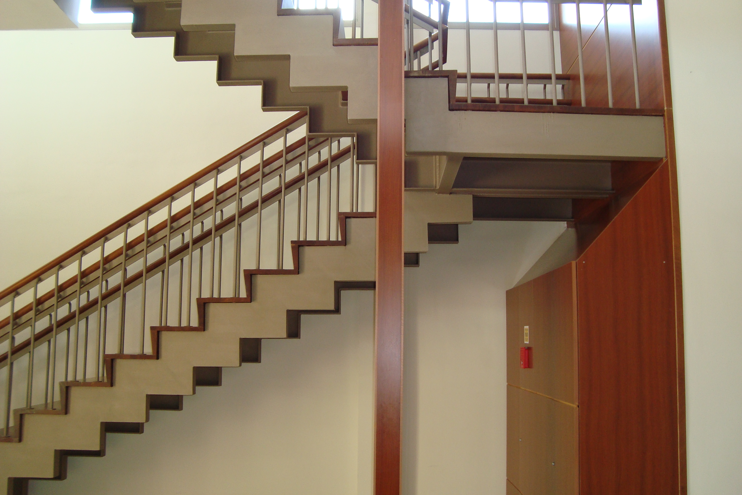 Estructura met lica escalera eco steel estructuras for Como construir una escalera metalica