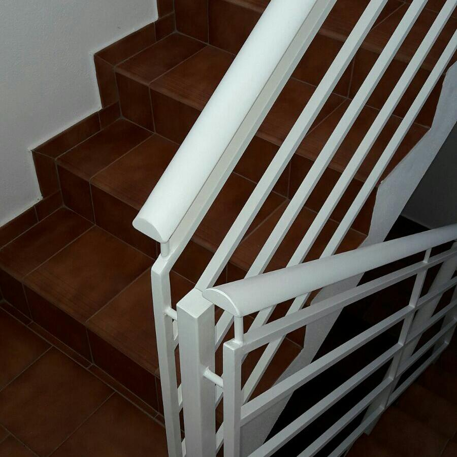 Escalera acero vivienda