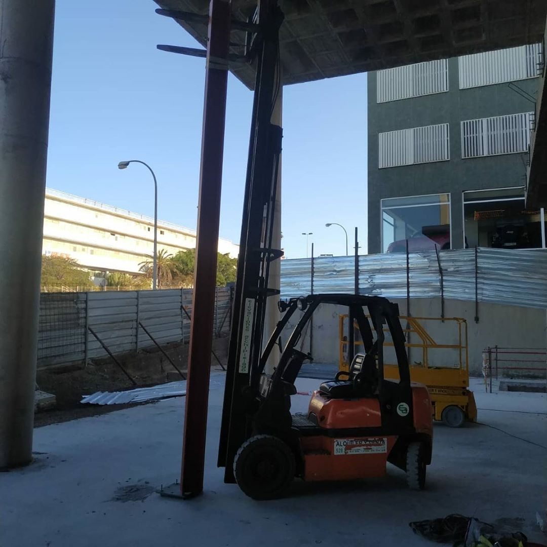 construcción centro comercial satélite